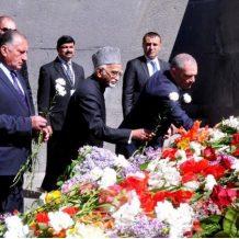 Հնդկաստանի փոխնախագահը Ծիծեռնակաբերդում հարգեց Հայոց ցեղասպանության զոհերի հիշատակը