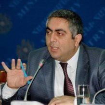 Պարոն Սաքունցը համախոհների հետ դատի է տվել ՀՀ-ին 1000-դրամների հիմնադրամի փողերը հետ վերադարձնելու պահանջով. «հետ տվեք մեր փողերը» էլի