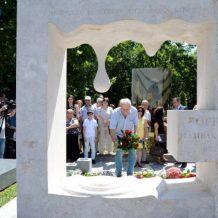 Օֆելյա Համբարձումյանի հուշարձանը հայ ժողովրդի` նրա նկատմամբ սիրո արտահայտումն է